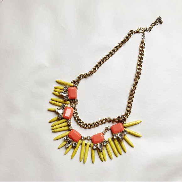 Jewelry - 3 FOR $15 -- Statement Necklace Gold Chain EUC